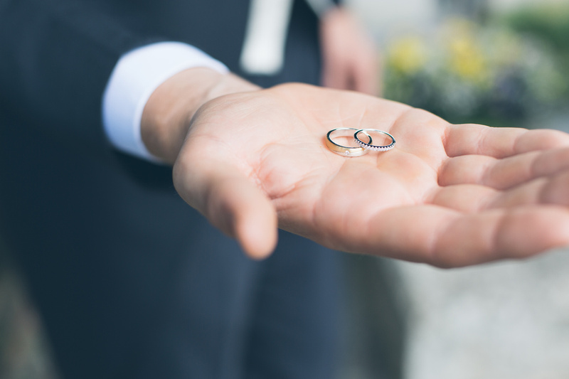 Detail shot of wedding rings by Scott Sharples Photography