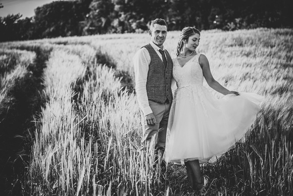 Cate shows off her wonderful vintage style dress in the corn field with husband Neil looking very proud!
